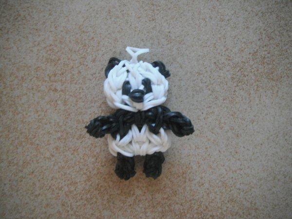 voici un petit panda en élastique.
