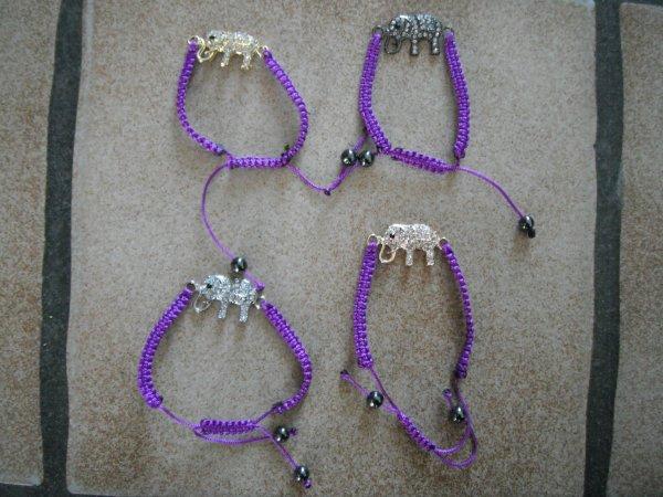 des bracelets éléphant.
