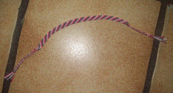 bracelet  brésilien rose et gris pour une amie de ma fille.