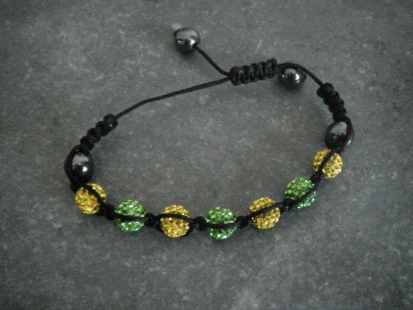 je me suis encore fait un bracelet lol.