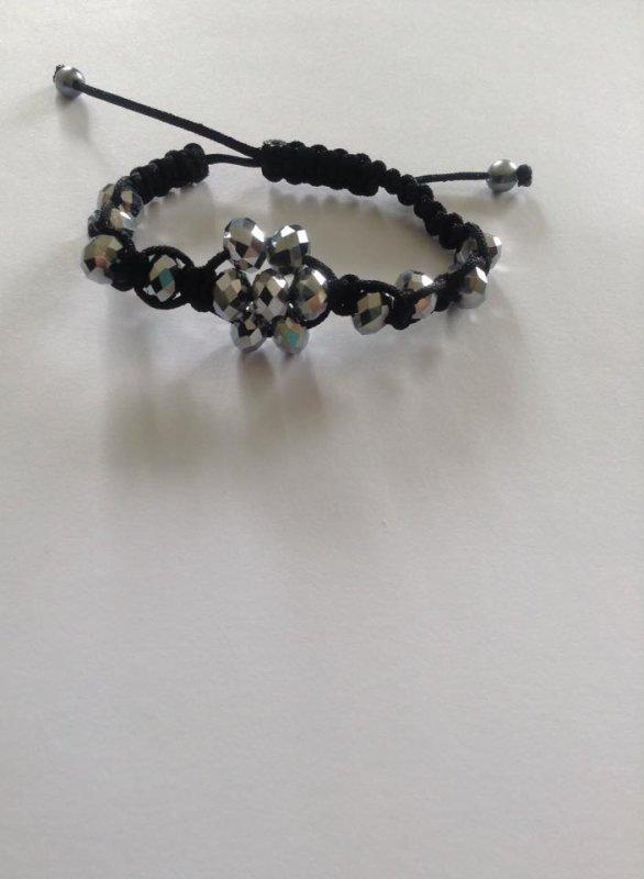 des nouveaux bracelets .