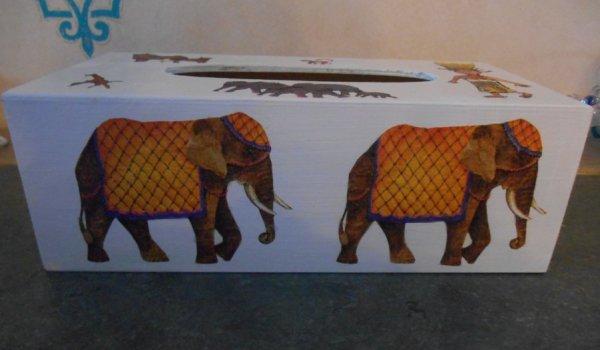 boite à mouchoir safari en serviettage.