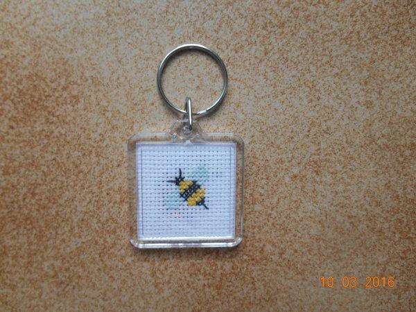 porte clé abeille et coccinelle.
