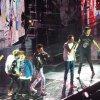 Les garçons sur la scène de l'Arena à Londres - 23/02