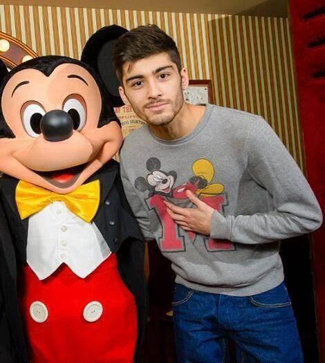 Si Mickey est boy Directioner, je pense que c'est l'homme le plus heureux du monde.