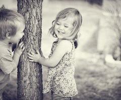 Si l'on veut s'approcher des enfants, il faut parfois devenir enfant soi-même.