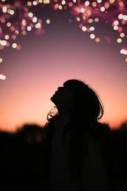 Regarde cette étoile, regarde comment elle brille ! Et tu sais quoi? Je brille autant qu'elle, et ça c'est grâce à toi. Quand tu me regardes.. Oui ! Ce regard là ! Quand tu me regarde comme ça, j'ai l'impression de briller tellement tes yeux sont remplis de bonheur.