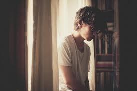 Ne quitte jamais la personne que tu aimes pour la personne qui te plait. Car la personne qui te plait te quittera pour celle qu'il aime