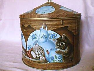 boite métallique chat