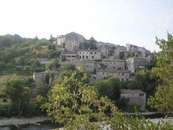 Apres 3 jours passer en Ardèche  a visite ce petit village médiéval  Balazuc