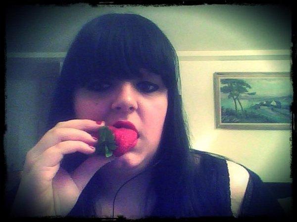 Je croque les fraises moi , pas les hommes ! :D