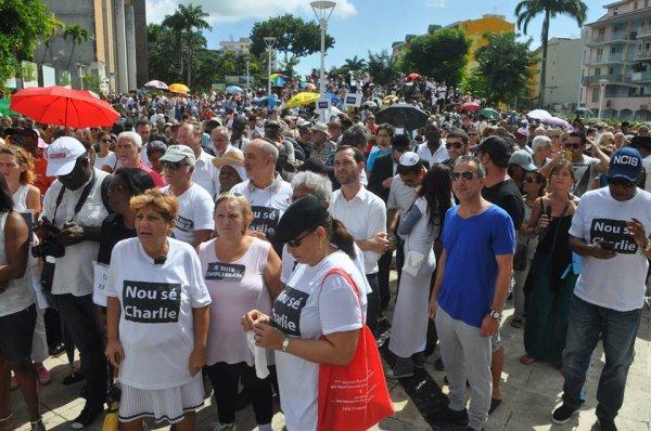 CHARLIE. En ce dimanche 11 Janvier, toute le Guadeloupe était CHARLIE. Photos Alain HNNIBAL