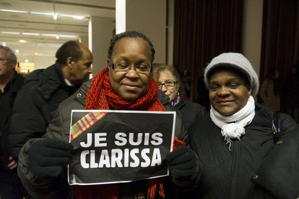 JE SUIS CLARISSA: Plus de 2 000 personnes ont rendu un dernier hommage à Clarissa Jean-Philippe  à Montrougelors d'une veillée de prières le 13 Janvier 2 015. On pouvait noter la présence de mesdames Pau-Langevin, Christiane Taubira, valérie Pécresse, Eliézon (Déléguée interministerielle) et de messieurs: le maire de Montrouge, Patrick Devedjian, Serge Letchimy, le représentant du CRIF, Estrosi, et une très forte délégation d'antillo-Guyannais et Réunionnais. Bien entendu la famille de Clarissa était en grand nombre, ainsi que ses collègues et amis. Bien d'autres personnes assistaient à cet hommage, dont beaucoup  d'anonymes touchés par cet acte barbare. Caraibesinfos adressent ses sinçères condoléances a la famille..REPORTAGE PHOTOS: Raymond MOISA.