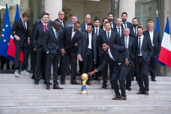 SPORT: L'équipe de France de hand-ball, reçue  mardi à l'Elysée par François Hollande, après avoir remporté leur cinquième titre mondial au QUATAR . Photo Raymond Moisa.