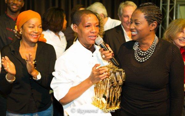 CUISINE: Le Trophée de Babette de ROZIERES lors du 1er Salon de la gastronomie des Outremers a été remporté par Lucette DORVILLE de Trois-Rivières devant 6 autres candidats. Félicitations à la gagnante. Reportage photos: Raymond MOISA.