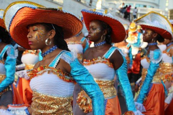 CARNAVAL: Cette année, le carnaval a connu un succes sans précédent le mardi-gras à Basse-Terre, et la foule toujours plus nombreuse à chaudement applaudi les carnavaliers.