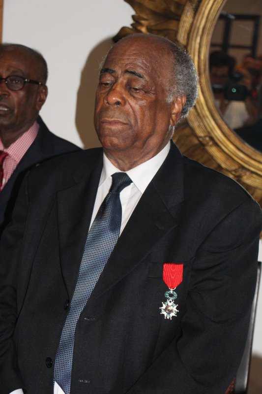 LE CHAMPION DE NATATION ROBERT GEOFFROY FAIT CHEVALIER DE LA LEGION D'HONNEUR.