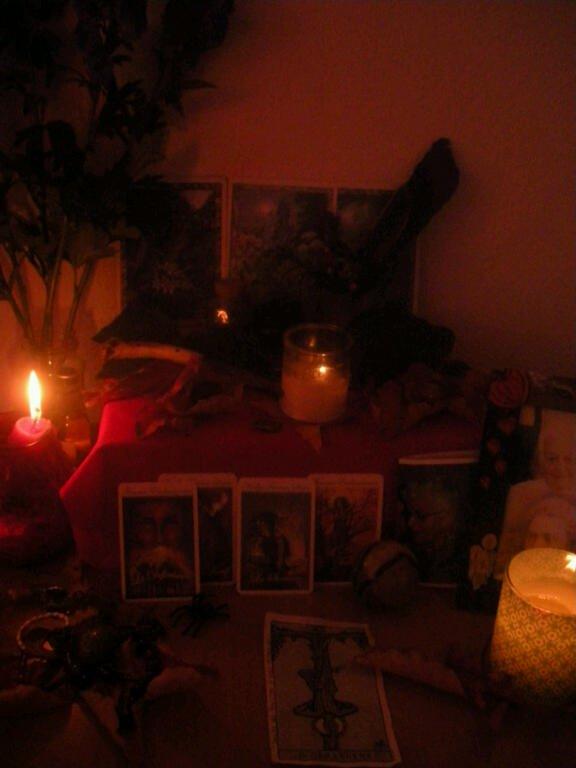 L'Autel, les Outils du Sorcier et la consécration par mantra.