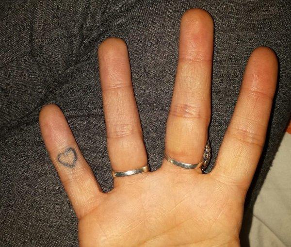 ★ Ve tattoo , le même que la soeurette  ★