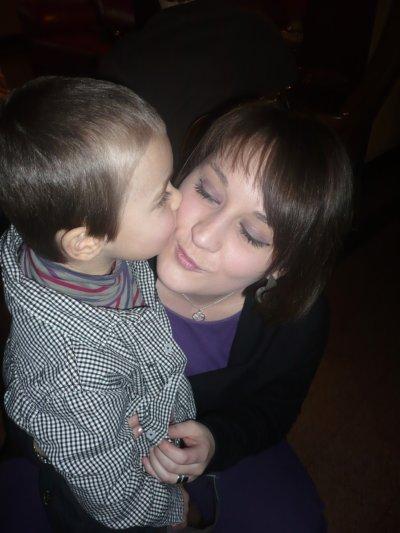une marraine peut donner des baisers comme une maman, garder tous les secrets pour elle, aimer au même niveau que ses propres enfants ,elle peut être notre maman de coeur notre amie ....