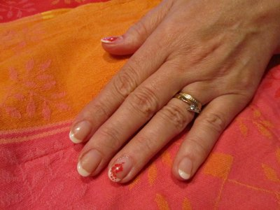 French avec tampons sur ongles naturels