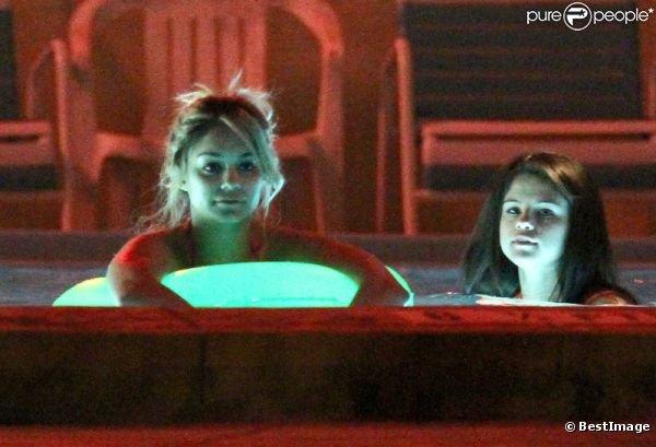 Vanessa Hudgens, Selena Gomez et Ashley Benson : bain sexy dans un jacuzzi.
