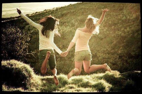 """Chapitre 2 : """" L'amitié est une preuve de confiance où naissent nos plus belles confidences. """""""