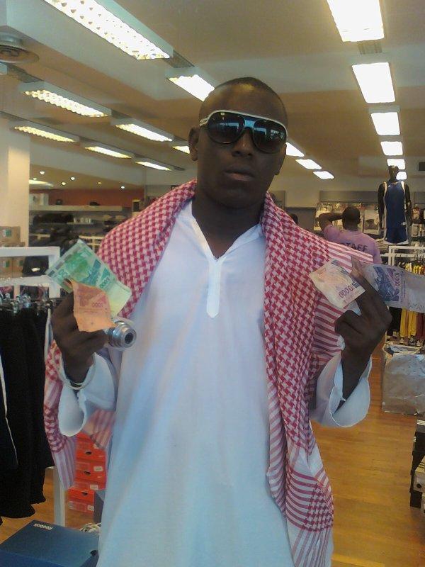 un reuf a nous le saoudien blanca djo ne le defiez pas dehhhhh c'est le digne heritier de la famille saoudienne