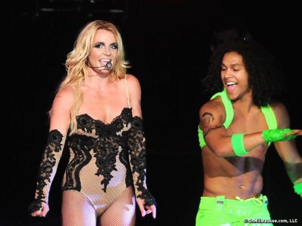 Britney Spears invite son fils de six ans sur scène