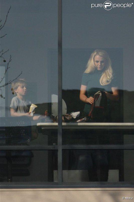 Britney Spears : Sexy pour la publicité du jeu Twister Dance