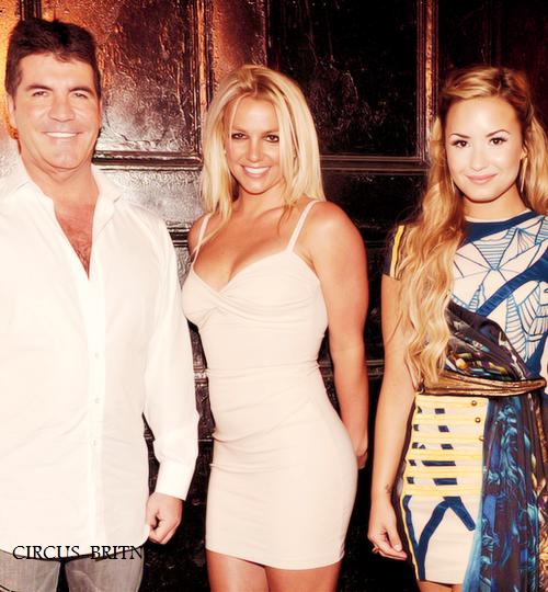Britney Spears : coachée par Simon Cowell pour devenir juge !