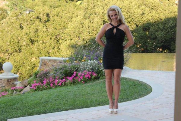 Britney Spears est en petite robe noire pour l'anniversaire de son oncle
