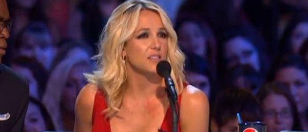 Britney Spears écarte les jolies femmes