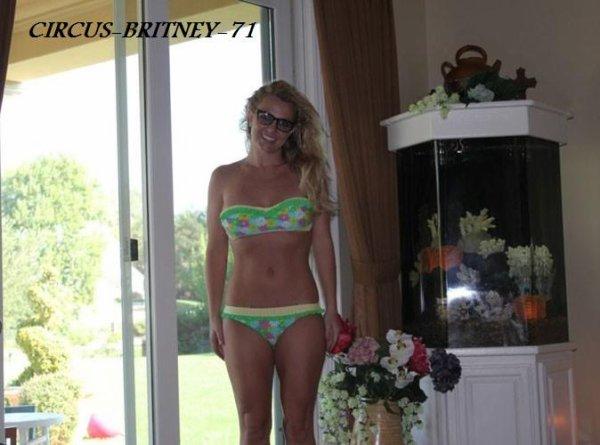 Britney Spears : A l'aise avec son corps dans son bikini fleuri