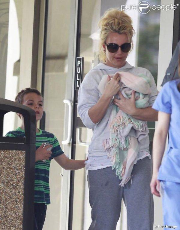 Britney Spears à nouveau en couple ? L'identité de son beau brun révélée...