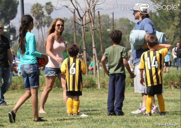 Britney Spears : Match de foot avec ses fils Jayden et Sean et Kevin Federline