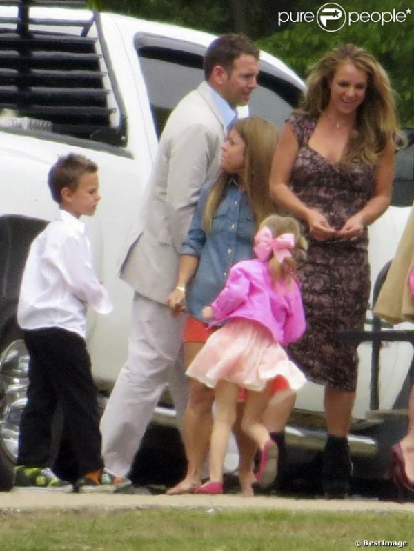 Britney Spears,en compagnie de sa famille lors de la messe de Pâques à Kentwood, en Louisiane,