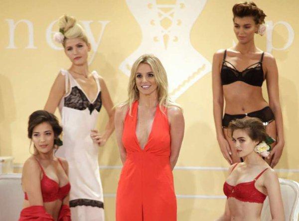 Britney Spears présente sa première collection de lingerie à la fashion week