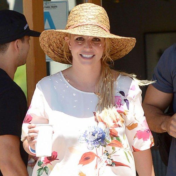 Britney Spears recrée la couverture d'un de ses disques avec ses enfants