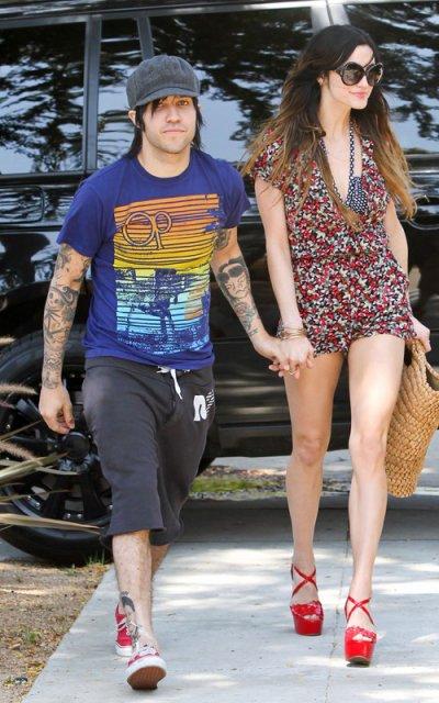Ashlee Simpson avec son mari Pete Wentz à L.A. J'aime bien sa combi, par contre les chaussures... J'aurais opté pour des spartiates.