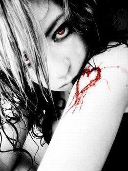 Tu es la claireté de mes jours, je suis la noirceur de ton existence.