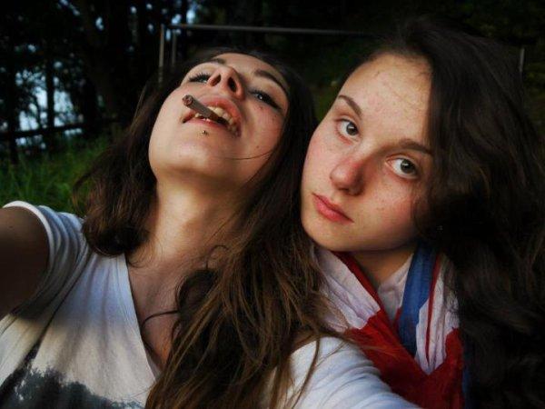 Comme une soeur , loin des yeux mes près du coeur .