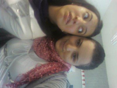 Me and miry ma soeur dans la class de pc...2009!!!!!