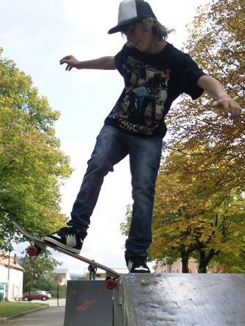 skateboarding in backside grind c moi =)