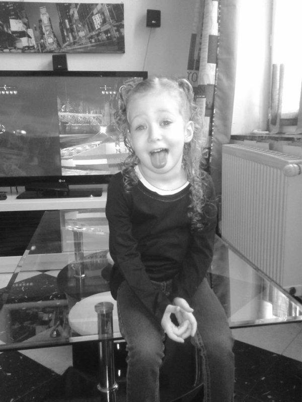Melaine !! <3 petite soeur je t'aime <3