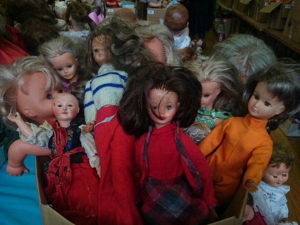 Quelques photos de la fameuse vente de poupées