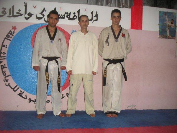:) moi + mon maitre de taekwondo + chakir  :)
