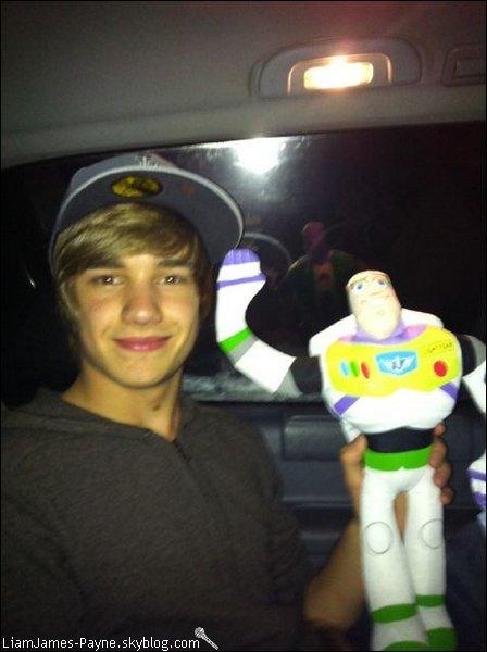 Photo :  Liam à poster 2 photos de lui sur son twitter :D.