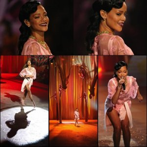 PHOTOS ET VIDÉOS DE RIHANNA AU « VICTORIA'S SECRET FASHION SHOW »