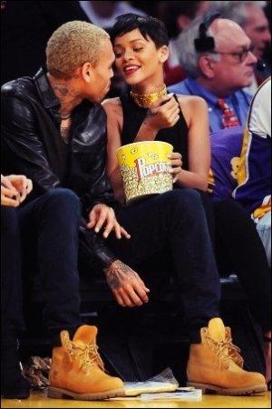 25/12/12 : Rihanna et Chris Brown s'affichent ensemble, souriants et complices, à LA
